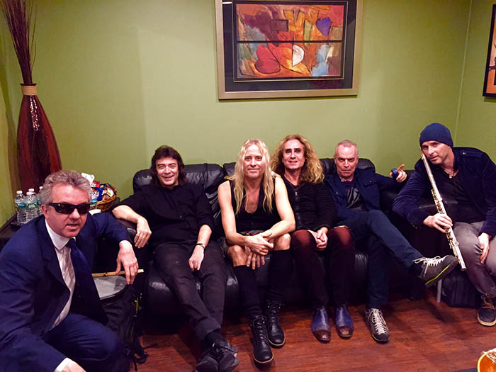 Band relax backstage