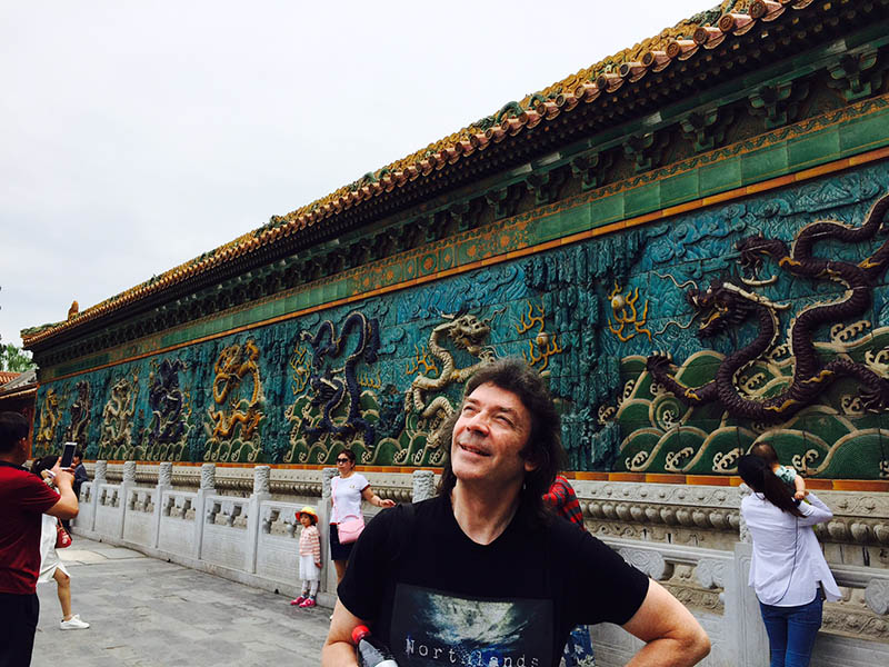 Steve with dragon wall, Forbidden City