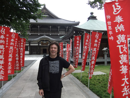 Steve at Sengakuji Temple