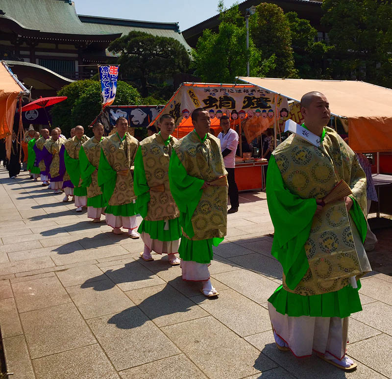 A parade of Buddhist monks