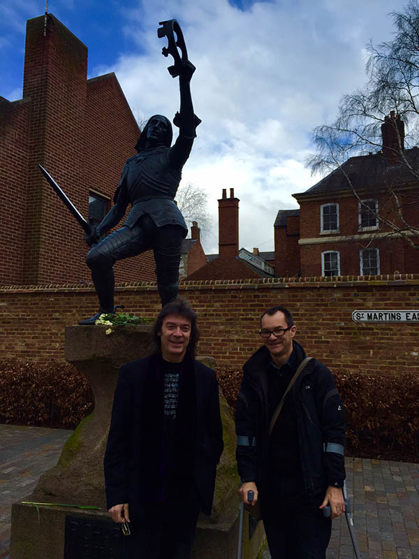 Steve and Paul Gosling with Richard III statue